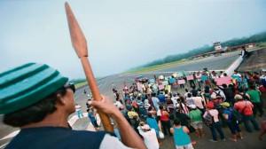 El aeródromo de Andoas se encuentra tomado por nativos desde el último sábado. Este terminal aéreo es utilizado, sobre todo, para vuelos de trabajadores del lote que ahora administra Pacific Stratus Energy. (Foto: Lino Chipana / El Comercio)