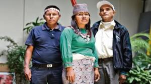 Fernando Shoque (comunidad Matsés), Martha Cairuna (comunidad Nuevo Saposoa) y Juan Rojas (Cinco Unidos) se reunieron con representantes de la Defensoría del Pueblo y del Congreso. (Foto: Nancy Chappell / El Comercio)