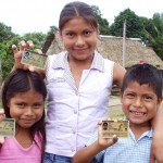 Niños de comunidades indígenas amazónicas acceden a sus documentos nacional de identidad.