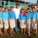 Alumnas y docente de escuela intercultural bilingüe de Atalaya, departamento de Ucayali.