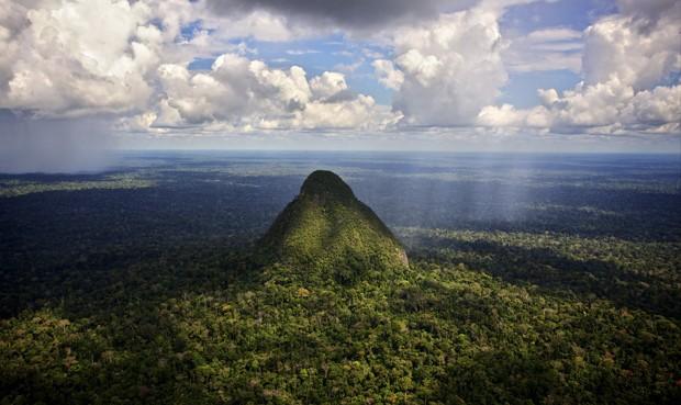 """Apu del bosque. El enigmático cerro Cono, también conocido conmo """" el Alpamayo de la Amazonía"""" por su monumental belleza en el medio del párano amazónico."""