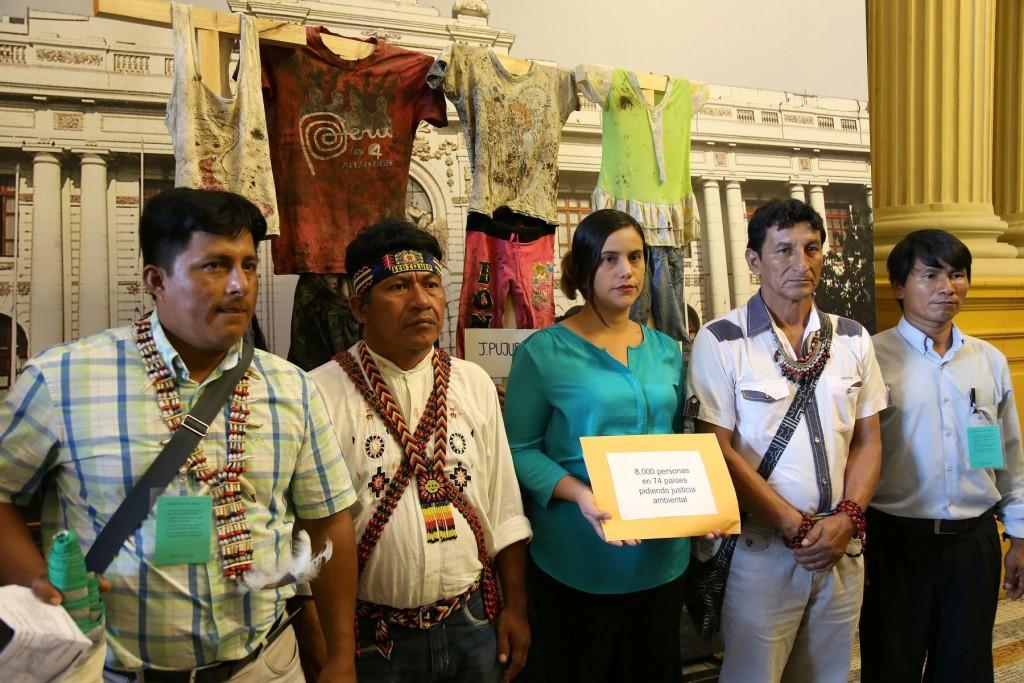 Apus se reunieron con la congresista Verónika Mendoza.