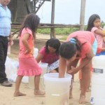 La Dirección General de Salud Ambiental entregó 100 kits con artículos que filtran y limpian el agua del río contaminado en Ucayali (Foto: Municipalidad Distrital de Sepahua)