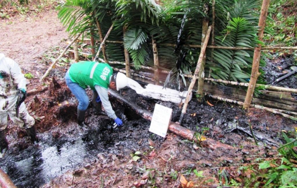 Un equipo de supervisores del OEFA se encuentra en la zona del derrame de petróleo. Foto: ANDINA