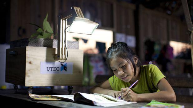 UTEC llevó las 'plantalámparas' a una comunidad de shipibos en Ucayali.