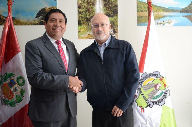 Gilmer Horna Corrales (GORE Amazonas) y Gustavo Suarez de Freitas (PNCBMCC)