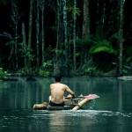 """En esta imagen difundida por Yachaywasi Films, el líder indígena Alberto Pizango en una escena del documental """"El choque de dos mundos"""", que se estrena esta semana en Estados Unidos. Yachaywasi Films vía AP Jack Weisman"""