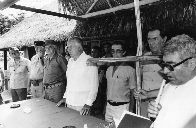1984: Fernando Belaúnde inaugura la Ciudad Constitución en la orilla del río Palcazú. Foto: Repositorio de la Universidad San Ignacio de Loyola