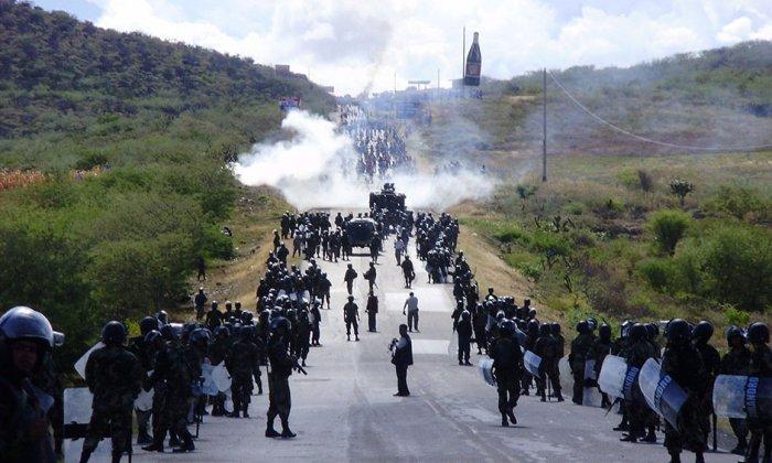 5 de junio de 2009. Enfrentamiento entre policías y nativos. Foto: EFE
