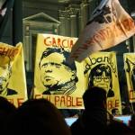 Alan García y ministros sindicados como responsables directos de los hechos ocurridos el 5 de junio de 2009. Manifestación en los exteriores del Palacio de Justicia. Foto: Lo Justo