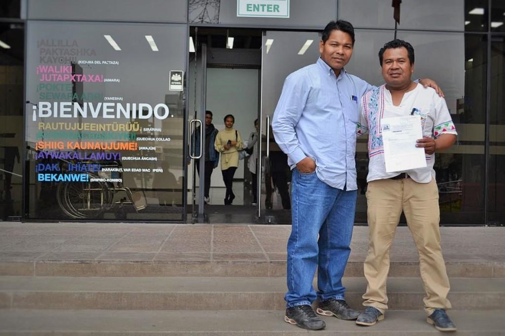 ítalo García, comunicador shipibo, y Ronald Suárez, presidente del Coshikox, en gestiones en Lima. Foto: Servindi