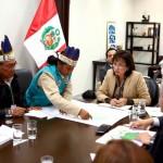 Ministra del Ambiente, Elsa Galarza, en reunión con líderes de comunidades de Loreto. Foto: ANDINA.