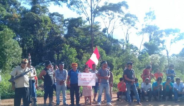 La comunidad de Los Jardines mantiene su medida de protesta.