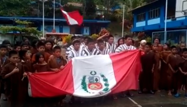 Niños ashánincas del Vraem apoyan a la selección. (Foto: Facebook)