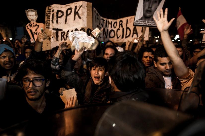 Movilización anoche en Lima. Foto: Musuk Nolte, vía Ojo Público