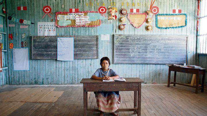 El futuro del país. Aydee Ríos Gonzales es la imagen de la niñez en la cuenca del Huacapishtea. Tiene 12 años y está aprendiendo a leer y a escribir. Créditos: Renato Pajuelo / Enviado especial