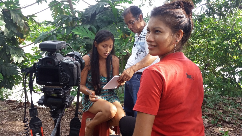 En la imagen, jóvenes de  Nazareth participando del proceso de realización del documental. Foto: Pedro Dinos Ch.