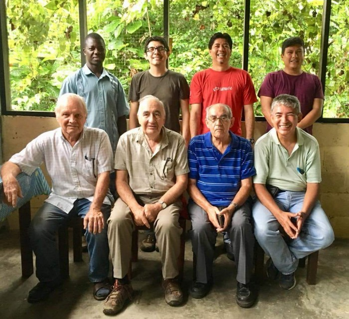 Sentado y segundo desde la izquierda, Carlos Ruidavets llevaba casi 40 años trabajando en la zona. Foto: Vía REPAM
