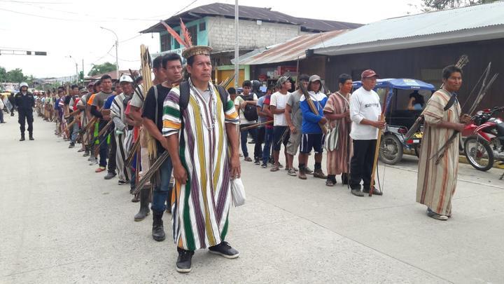 Manifestantes esperan el pronunciamiento del gobierno hasta las cero horas del sábado