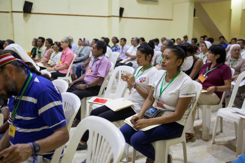 Público reunido en el auditorio de Radio Oriente, en la sede del Vicariato de Yurimaguas. Foto: CAAAP