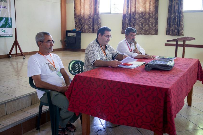 De izquierda a derecha, obispos Juan Oliver Tomás, Miguel Olaortúa y Javier Travieso. Foto: CAAAP