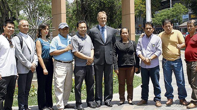 Compromiso. Vecinos de Cantagallo pidieron a Jorge Muñoz que los siga apoyando. Créditos: Virgilio Grajeda