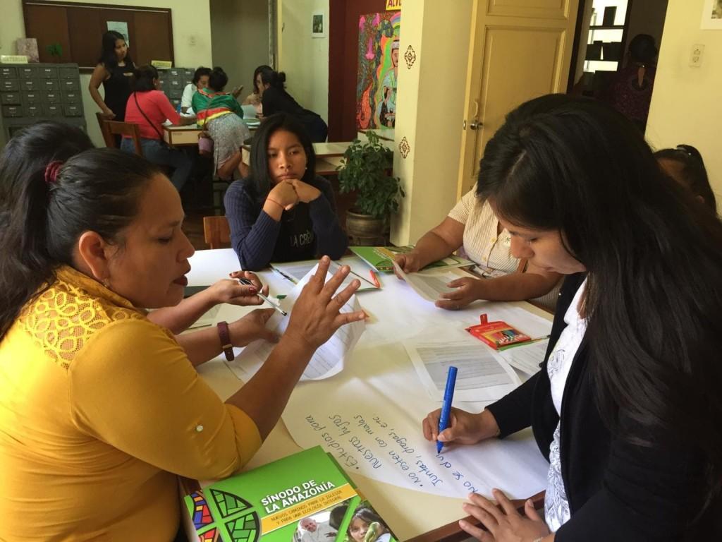 Se pusieron en común las perspectivas de todas mediante el trabajo grupal. Foto: CAAAP
