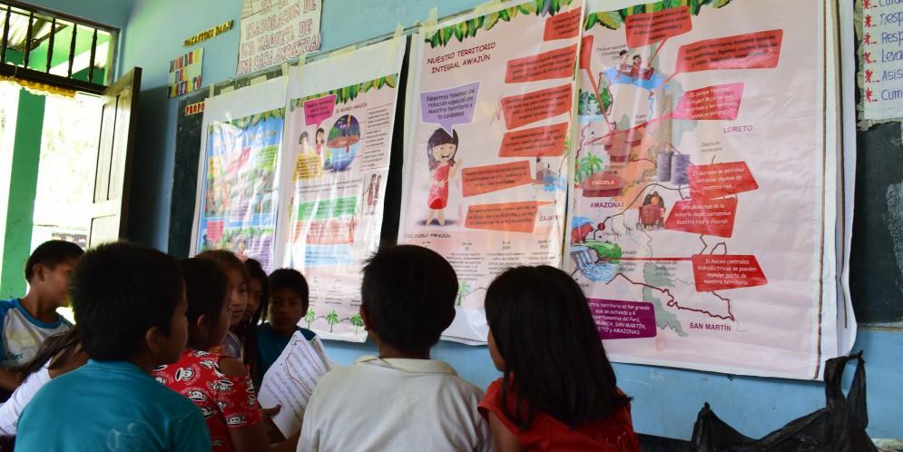 Niños awajún participan activamente en la elaboración de materiales educativos sobre los derechos colectivos de su pueblo