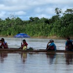 Familia navegando por el río Purús, en Ucayali. Foto: B.G.B.