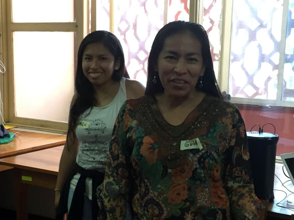 Karina Pacaya, junto a una de sus hijas, durante el taller 'Mujeres Amazónicas Rumbo al Sínodo'. Foto: CAAAP