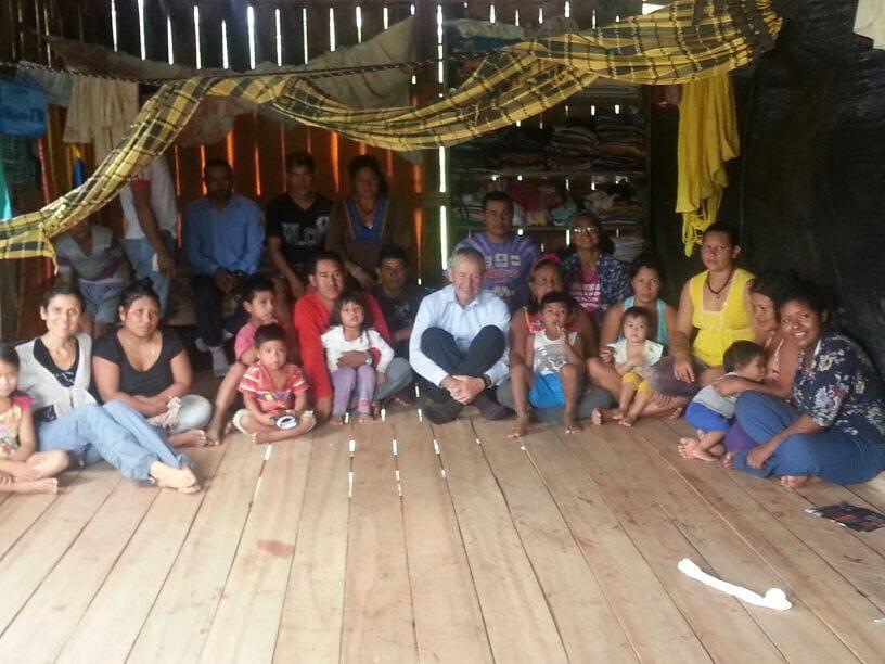 El equipo itinerante visita a las comunidades más alejadas ubicadas en la triple frontera de Brasil, Perú y Bolivia. Foto: Cedida