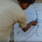 Indígena shipibo del río Ucayali, explicando sobre las afectaciones que el dragado tendrá para su río. Foto: Fernando Valdivia