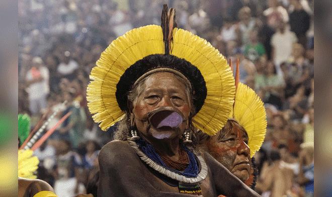 De gira. El líder indígena Raoni se reunirá con mandatarios. Créditos: AFP