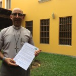 Monseñor David Martínez, minutos después de recibir la carta del FOSPA. Foto: Caaap