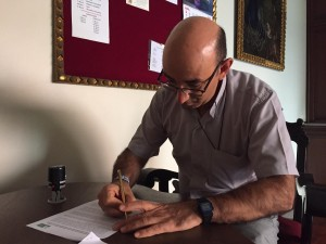 El obispo de Puerto Maldonado, al momento de recibir la carta. Foto: Caaap