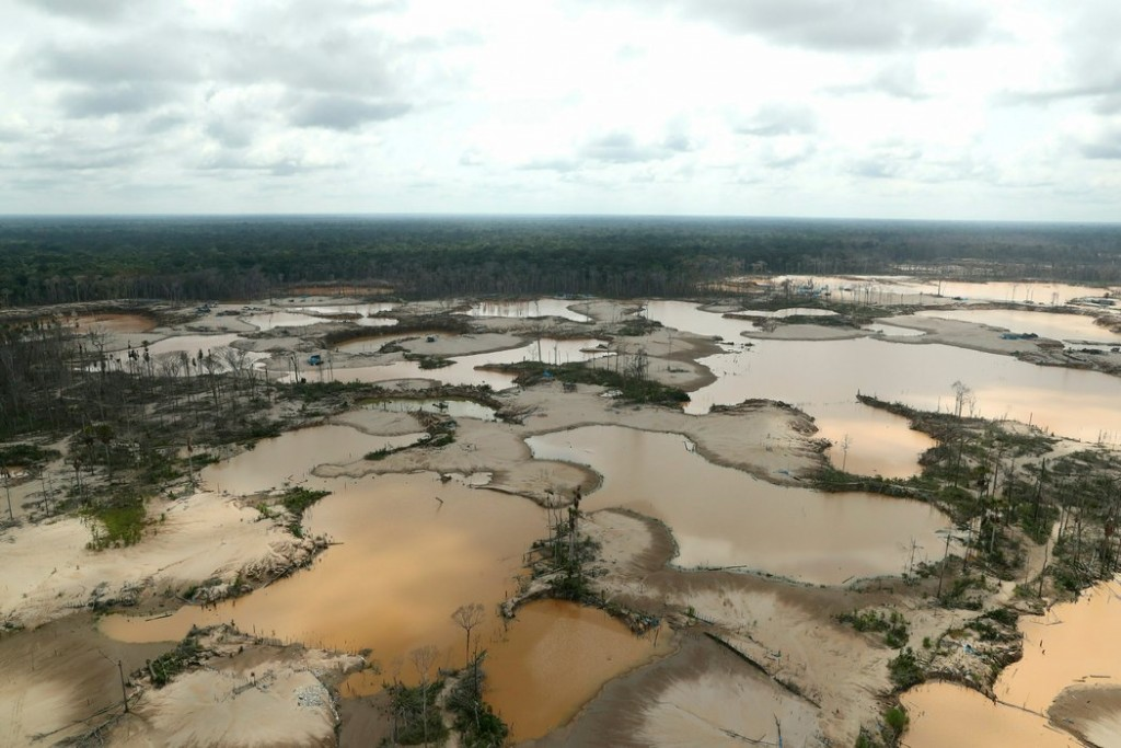 La minería ilegal de oro ha devastado la selva en Perú. Credit Guadalupe Pardo/Reuters vía Associated Press