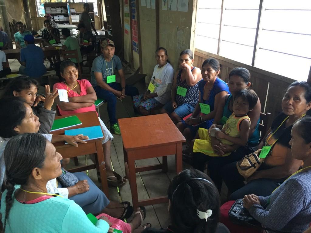 El grupo de las parteras presente en el encuentro de la comunidad Dos de Mayo. Foto: Caterina Rondoni