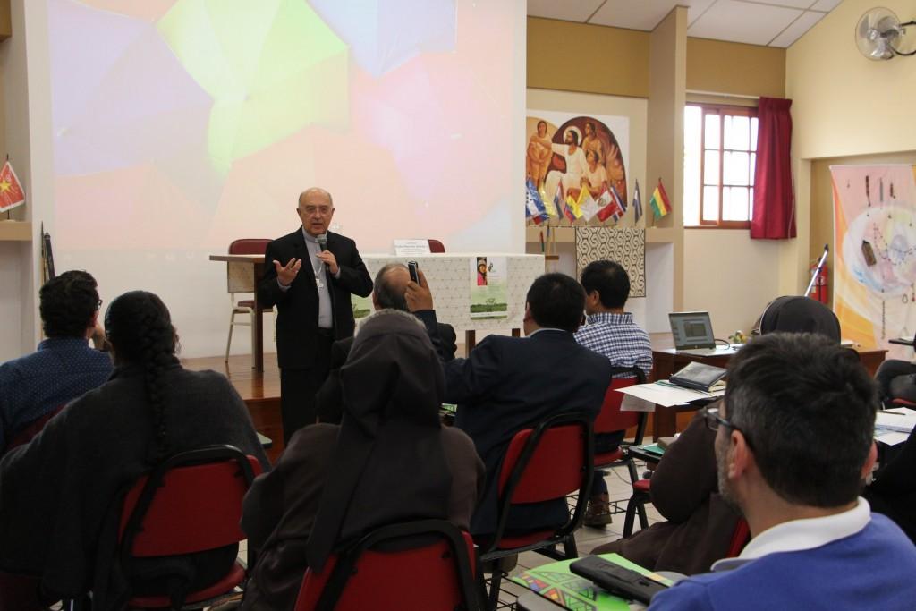 El Cardenal Barreto realizó una ponencia durante el primer día del encuentro. Foto: Comunicando Esperanza