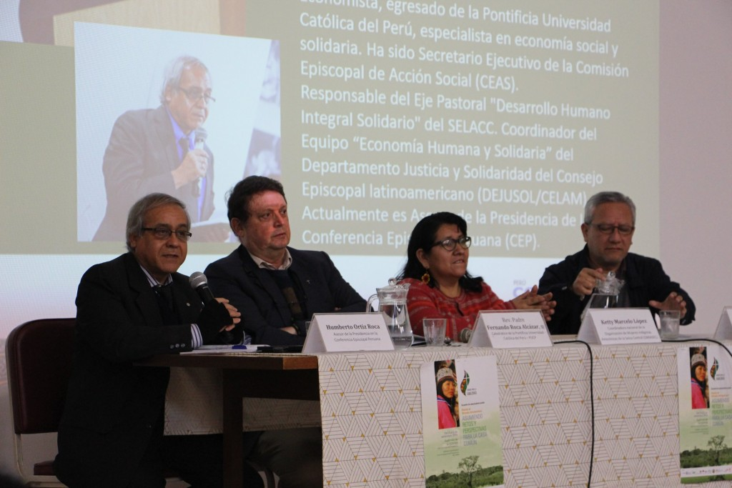 Primera mesa de panelistas compuesta por, de izquierda a derecha, Humberto Ortiz, Fernando Roja, Ketty Marcelo e Ismael Vega. Foto: Comunicando Esperanza