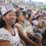 Mujer representante del pueblo indígena Yine, durante la visita del Papa Francisco a Puerto Maldonado. Foto: Santi Vedrí