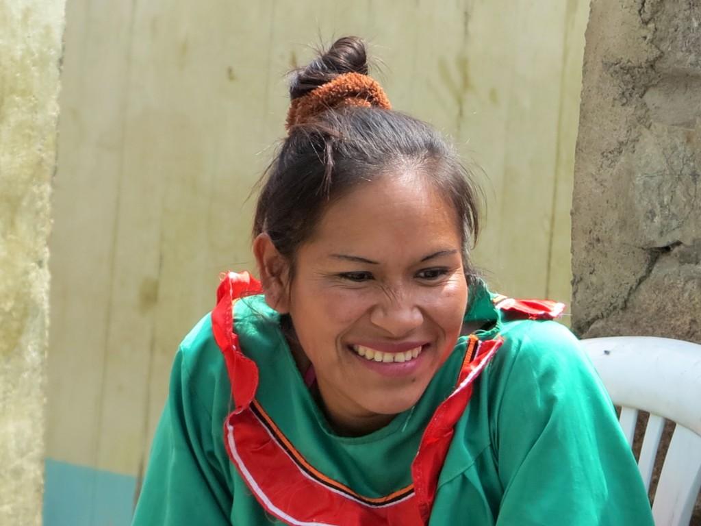 En su migración a las ciudades, las mujeres son víctimas constantes de discriminación. En la imagen una mujer shipiba de la comunidad de Santa Eulalia, a las afueras de Lima. Foto: Beatriz García