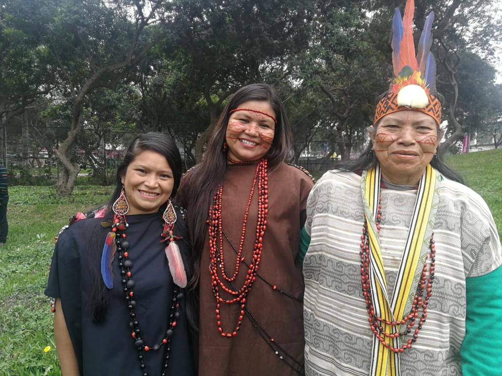 De izquierda a derecha: Yéssica Sánchez, Bernardita Vega y Luzmila Chiricente, lideresas asháninkas. Foto: CAAAP