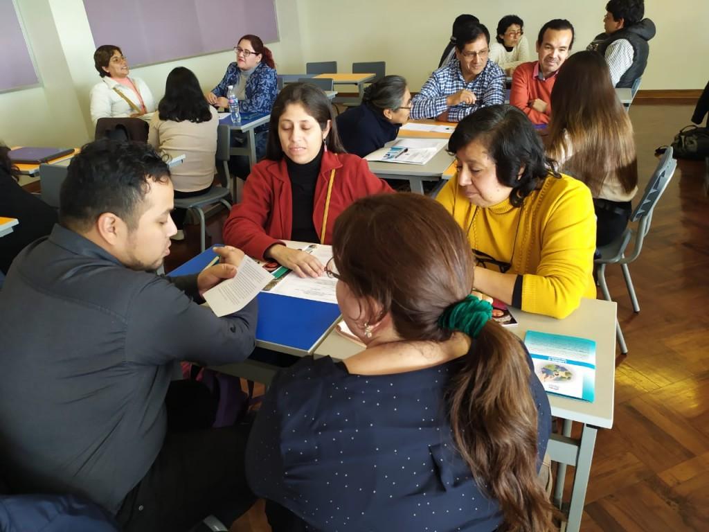 Algunos participantes, durante los talleres de la tarde. Foto: César González