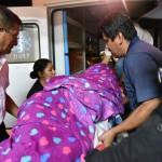 Un momento durante la evacuación del herido por impacto de flecha. Foto: Radio Madre de Dios