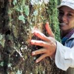 La peruana Tatiana Espinosa, directora ejecutiva de la Asociación para la Resiliencia para el Bosque Amazónico (Arbio), recibió el premio Jane Goodall en Nepal.  Foto: Andina