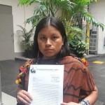 Díana Ríos, hija de Jorge Ríos, uno de los cuatro líderes indígenas asesinados en setiembre de 2014, solicita protección para comunidad de amenaza de taladores ilegales. Foto: Francesca García / El Comercio.
