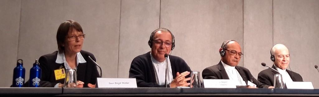 Weiler durante su participación en rueda de prensa en la Sala Stampa del Vaticano durante los primeros días del Sínodo. Foto: Zenit