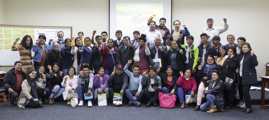 Imagen grupal de representantes de comunidades de afectados y afectadas por metales tóxicos, reunidos a fines del mes de septiembre en Lima. Foto: CAAAP