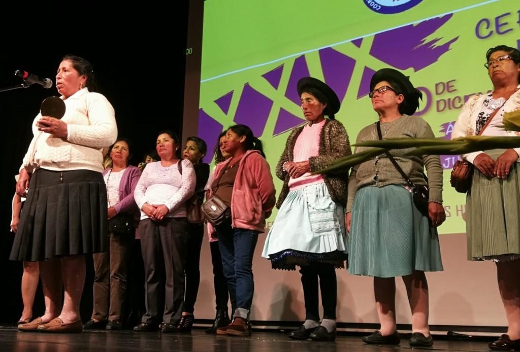 Mujeres afectadas dentro del llamado proceso 'Manta y Vilca' también recogieron su premio. Foto: CAAAP