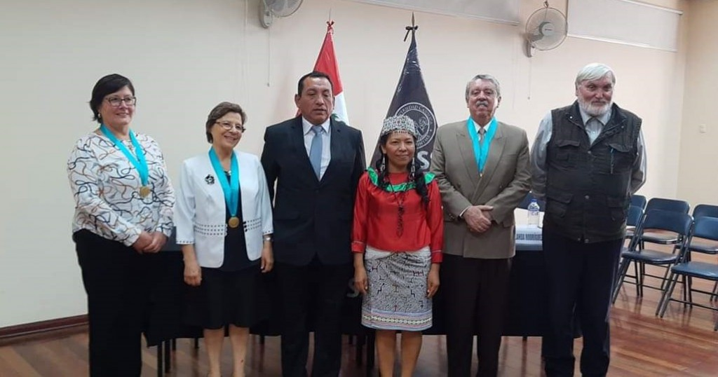 Jovita Vásquez, en el centro, junto a autoridades de la UCSS y, en la derecha, monseñor Gerardo Zerdín. Foto: J.V.